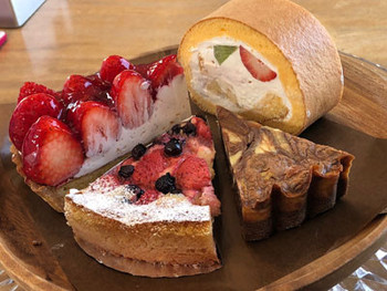 他にも糸島の卵や果物を使った、「季節のタルト」や「ロールケーキ」もとっても人気ですよ。どれも一口食べればホッとできる優しい甘さです。