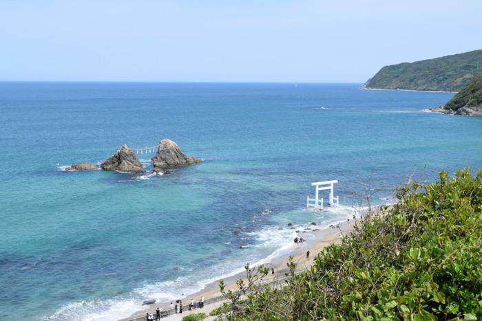 美しい自然の中、ゆったりとした時が流れる福岡県・糸島。休日に家族や友人とドライブで訪れたら、ゆっくり車内で話しながら観光スポットを回るなんて素敵ですよね。途中、少し小腹がすいたなという時に、糸島でしか味わえない美味しいスイーツを食べるなんていかがですか?今回は、糸島の食材を使った海側・山側で出会える優しい味わいの人気スイーツをご紹介します。