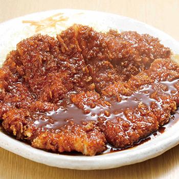 名古屋めしの味噌カツが食べられるお店です。豆味噌ベースのタレがかかったカツは、大きなわらじサイズでボリュームたっぷりです。