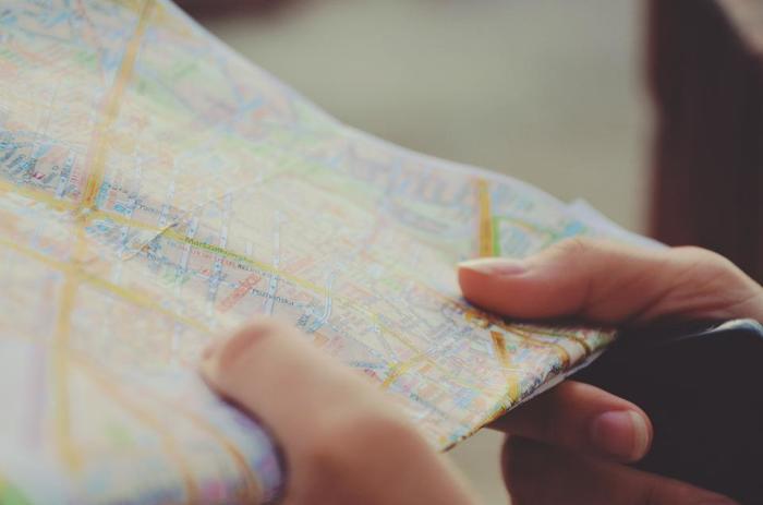 アメ横はメインの通りだけでなく、奥に伸びる細い路地にもたくさんのお店があります。目的のお店まで迷わずたどり着くには、地図があると便利ですよ。