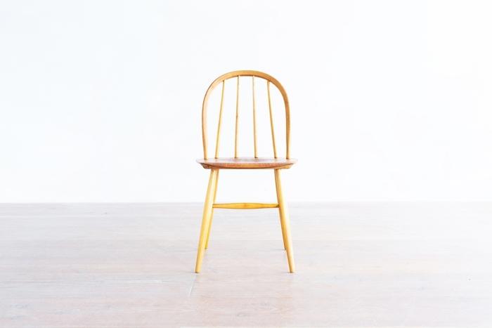 ✻イルマリ タピオヴァーラ/ファネットチェア 4S フィンランドの家具デザイナーが手がけた名作チェア。シンプルな中にも温かみがあるこの椅子を、一度は目にしたことがあるはず。いくつかバリエーションがあり、こちらは4本スポークのモデルです。
