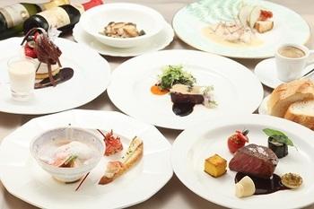 イタリアンフレンチのオリジナル料理は、どれも芸術的な盛り付け。また個室もあるのでデートにもおすすめのお店です。