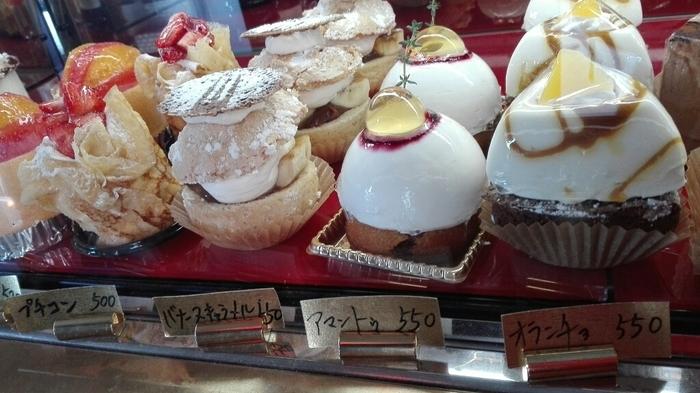 たくさんの種類のケーキが揃えられ、他ではあまり見たことのないようなものも。どれを食べようか目移りしてしまいそうです。
