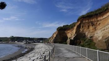 「屏風ケ浦(びょうぶがうら)」は、銚子市名洗町から旭市の刑部岬まで約10キロメートルにわたる絶壁で、国の名勝と天然記念物に指定されています。