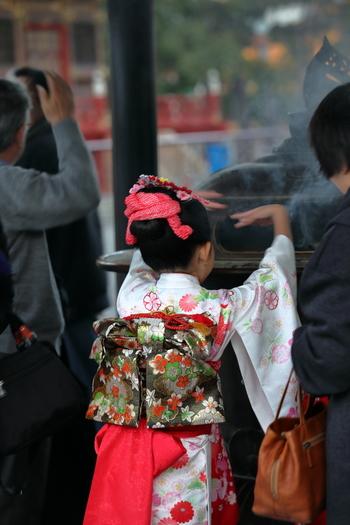 地元の方も多く訪れる「成田山新勝寺」。境内には重要文化財なども多く建てられているので、ひとつひとつ丁寧にめぐるのもおすすめです。