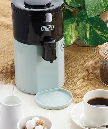 美味しいコーヒーをもっと簡単に飲みたいという方は「Toffy全自動ミル付コーヒーメーカー」がおすすめです。なんとコーヒー豆とお水を入れてスイッチを押すだけ◎挽きたての香り高いコーヒーがこれ1台で出来ちゃいます。約3分半でカップ1杯分のコーヒーが抽出できるそうですよ!  コンパクトでコーヒーメーカーに見えない色合いがポイント!色は「ブルー」と「ホワイト」の2色揃っています。