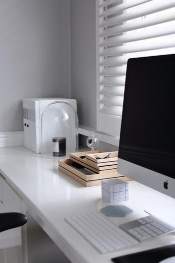 ワークスペースは作業しやすさも大切ですが、好きな雑貨やインテリアを置いて好みの空間に仕上げるほど、そこで過ごす時間が楽しいものになります。 ぜひ、参考にしてみてくださいね。