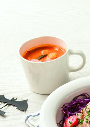 トマトソースを作っておけば、それをお湯でのばすだけで即席スープも簡単に作れます。ちょっとリッチにしたかったら、好きな具材を入れたり、クリームを入れたり、自分好みにカスタマイズ。朝食メニューにいかがでしょうか?