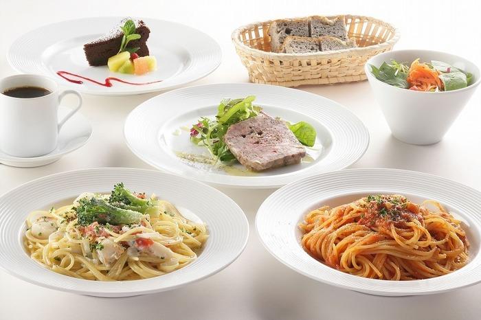 ランチは、オードブルからメイン、デザートまでのコース料理でいただけます。ちょっぴり贅沢気分で過ごすことが出来ますよ。