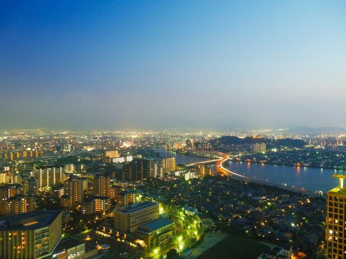 海浜タワーとしては日本一の高さの「福岡タワー」は、福岡の風景を一望できる観光スポットとして人気です。夕刻前に訪れて、景色と空の様子が変わっていくのを楽しむのがおすすめですよ。