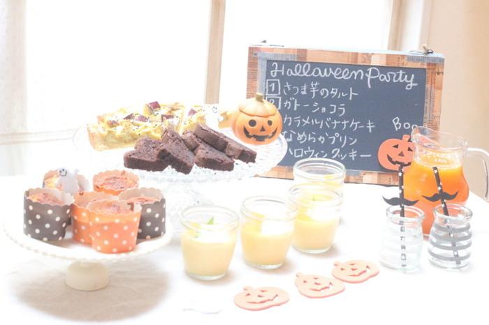 おしゃれなカフェ風ボードに、前菜やメインなどハロウィンパーティー当日のメニューを書いて、ゲストの気分を高める演出も素敵ですね◎