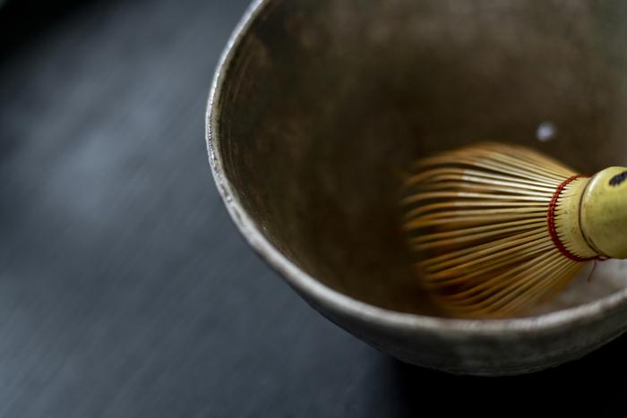 おしゃれな街にはカフェやコーヒースタンド、ティーサロンが続々とオープンし、日本でもコーヒー・紅茶が大人気の昨今。 そんな中でも煎茶やほうじ茶、たまにいただくお抹茶には、言葉で言い表せないほどの癒しの力がありますよね。