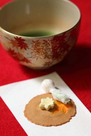 今回は美味しい抹茶の点て方や煎茶の淹れ方、揃えたい道具や器など、日本茶を味わうための「お茶の楽しみ方」をご紹介します。