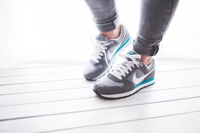 歩くのは、簡単にできる運動のひとつ。一日に何千歩も歩くために時間を取るのは難しいですよね。最寄駅より一駅手前で降りて歩いたり、普段なら自転車を使う移動距離を歩いてみるなど、いつもの生活に歩くことを取り入れてみてください。