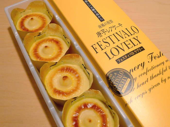 """鹿児島産の""""黄金千貫(こがねせんがん)""""を使用した「 Festivalo(フェスティバロ)」の唐芋レアケーキは、色々なお土産を知っている客室乗務員に一番支持されているお菓子です。保存料などを使わずに作り急速冷凍しているので、いつでも作りたての美味しさを味わうことができるのも嬉しいポイント。"""