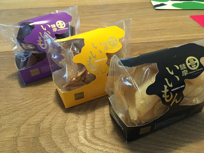 鹿児島県産の黄金千貫をチップスに仕上げた「PÂTISSERIE YANAGIMURA(パティスリーヤナギムラ)」の薩摩いいもん。食べたらクセになると評判のお土産で、プレーンの他にレモン・エダムチーズ・コーヒー・ラズベリーなど、全11種類のフレーバーがあります。