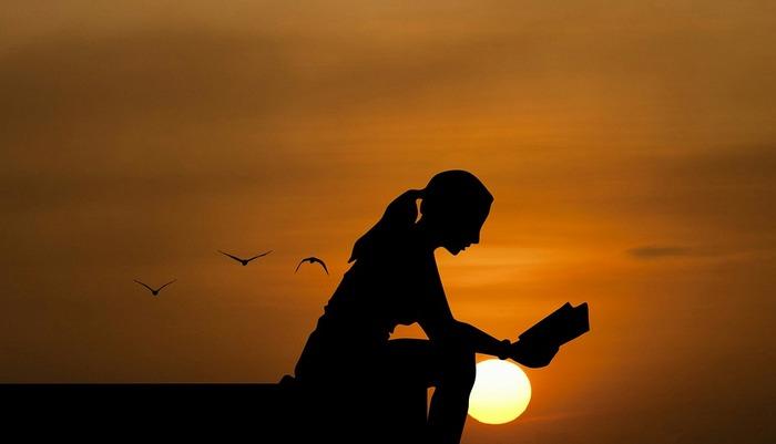 本の中で触れられる「心豊かな、美しく生き方」は、きっとズシンと心に響くものがあるはず。  とくに、自分軸ではなく、他人軸で生きてしまいがちだったり。あるいは、会社の肩書や家庭内での役割から、自分の存在価値や生きる意味を見失いそうになってしまったり――。そのように日々なにかに忙殺され、心に余裕をもてずに生活してしまっている方におすすめしたいです。