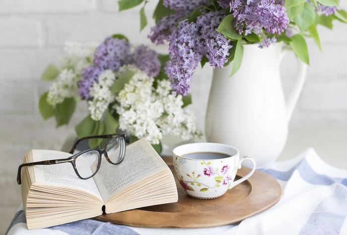 ちょっと特別な、平成最後の読書の秋―――。あなたはどんな一冊を選びますか?  仕事や家事にと忙しく過ごしているキナリノ女子の皆さんの中には、「本を読む時間がない!」と思う方もいるでしょう。でも、心に余裕がなくなると、毎日が味気なく過ぎてしまいますよね。  今年の読書の秋は、特別な心に残るひと時を。少し日々の忙しさを忘れる時間を設けて、『心豊かに、美しく生きるヒントが散りばめられている本』を手に取ってみてはいかがでしょう?