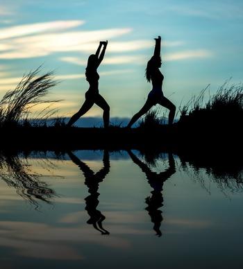 慢性的な運動不足は血流を滞らせ、体調不良の大きな原因となることも多いため、アーユルヴェーダのプログラムにはヨガが多く取り入れられています。体力を消耗し過ぎず、うっすら汗ばむ程度に身体を動かすことが理想の運動量。ウォーキングや瞑想が組み合わされることもあります。