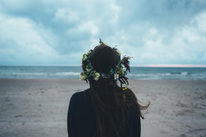 人に好かれるのは素敵なことですが、そのために自分らしさを押し殺したり、媚びたりするのは息苦しいこと。嫌われたくないという気持ちが強すぎると、他人からの評価が全てになってしまう危険もあります。