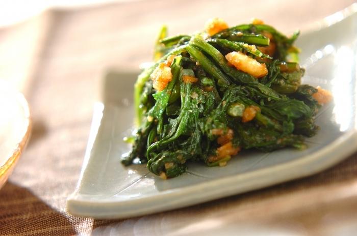 クルミを食卓に取り入れやすいレシピの一つ、クルミ和え。ごま和えと似ていますが香ばしさと甘みが強いので春菊の香りとほろ苦さとよく合います。