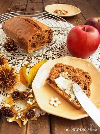 ドライフルーツを紅茶でもどして、スパイスと共に焼き上げるバーンブラック。紅茶の香りと、フルーツの優しい甘みがティータイムはもちろん朝食などにも合いそうです。