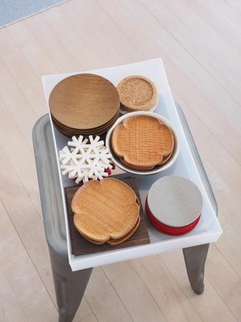 収納に困りがちなコースター類も、お皿と一緒に入れてしまいましょう。薄型・深型・浅型などサイズが豊富なので、収納する食器に合わせて選ぶことができます。ケースを積み重ねておけるのもうれしいポイントです。