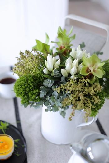 色味が落ち着いている分、量感を盛り込んでも大げさになりません。一輪でも、ブーケでもその日の気分そのままに、秋のお花を楽しんでみましょう。