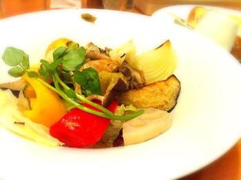 秋に成熟する野菜のことを「秋野菜」といいます。秋野菜には、カボチャ、サツマイモ、里芋、ゴボウ、レンコンなどがあげられます。食物繊維やデンプン質をたっぷり含んだ野菜が多いのが特徴です。
