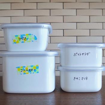 他にも琺瑯の容器は直接ペンでメモ書きをしても消すことができ、とくにホワイトボードのマーカーを使用すれば簡単に消すことができるので中身を容器に書いておけば冷蔵庫や冷凍庫を開けた瞬間に、すぐに取り出せて便利。