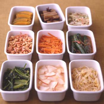 冷蔵だけでなく冷凍もできるので、休日に作り置きした大量の食材を小分けして冷凍保存しておけば忙しい夜に大助かり。