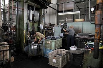 1934年に創業した野田琺瑯は、琺瑯づくりの全行程を自社で、熟練の職人によりひとつひとつ丁寧に手作業で行っている数少ない琺瑯メーカーです。
