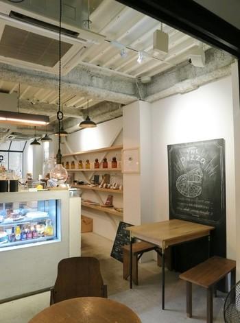 おしゃれカフェで人気の『メゾンイー』。雰囲気のある落ち着いた店内で、美味しい健康的なカフェごはんがいただけます。