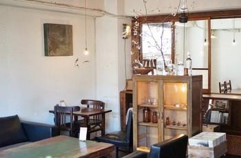 ナチュラルでどこか懐かしさを感じる素敵な雰囲気の『アオイクカフェ』。