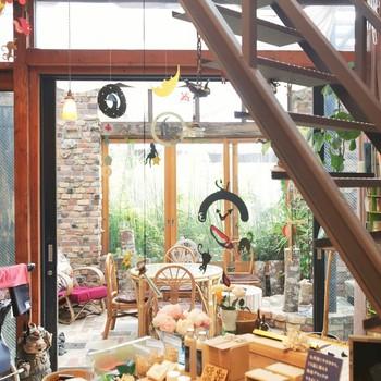 アートな雰囲気たっぷりのお洒落なカフェ『尼ケ坂』。