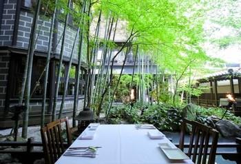 光と緑が感じられる四季折々の風情ある庭園とモダンな日本建築が素敵な『ザ カワブン ナゴヤ』。
