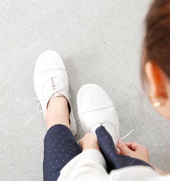 秋用に新しい靴を買おうかと考えているのなら、レースアップシューズを選ぶのがおすすめです。履くだけで旬度がグッと高くなり、マニッシュな秋っぽさもアピールできます。