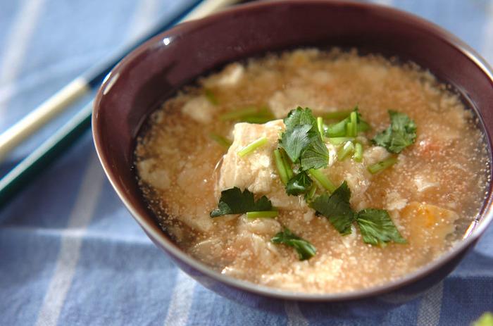 タラコの風味とプチプチ感が楽しい一品。そのままおかずとしてももちろん、ご飯にかけるとお米もサラサラ食べやすくなりおすすめです。身体も温まって元気になれそうです。