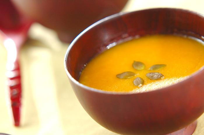 こちらはお米の代わりに白玉粉を使ってとろとろにしたお腹に優しいお粥レシピ。ビタミンたっぷりのカボチャをたっぷり使った甘めのお粥はじんわりと身体にしみ渡ります。ビタミンカラーからも元気がもらえそう♪カボチャの美味しい季節にぜひ。