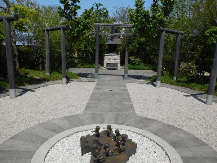 旅の安全を祈願する「鉄道神社」もあり、鳥居は星門・福門・夢門・鉄道神社の順番で並んでいます。星門で魔を払って厄をよける、福門で福を招く、夢門で良縁を結ぶ…というご利益があるんだそう。
