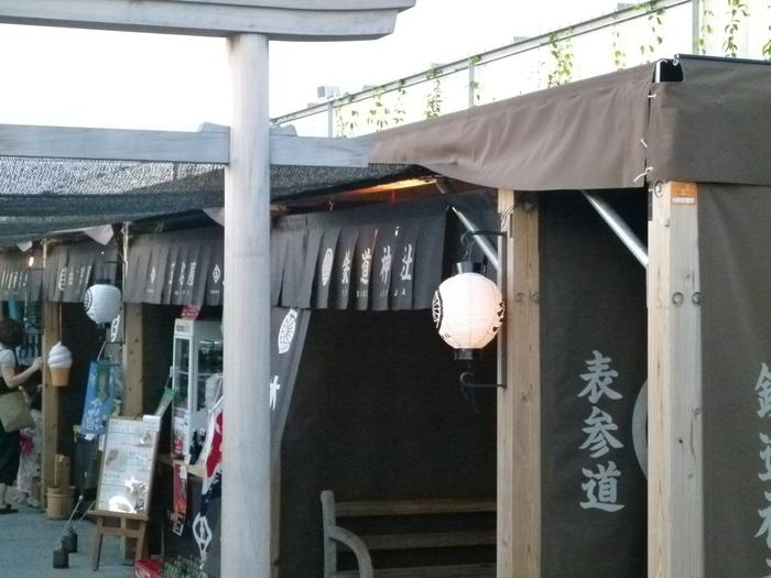JR博多シティの屋上には「つばめの杜ひろば」という屋上庭園があります。意外と知られていない穴場スポットで、誰でも気軽に訪れることのできる博多駅の憩いの場。