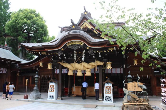 1年中飾り山笠を見ることができるのも人気の理由のひとつ。2月には日本一大きな「おたふく面」で有名な「節分大祭」、7月には国の重要無形民俗文化財である「博多祇園山笠」、10月には秋の風物詩「博多おくんち」が開催されます。多くの人で賑わうお祭りを狙って訪れるのもおすすめです。