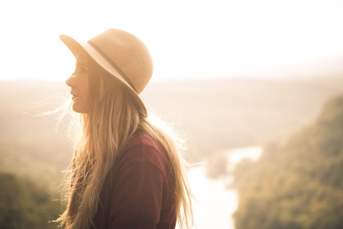 心と体をラクにするには、まずはおうちでの暮らし方を振り返ってみましょう。忙しいことを理由に、自分自身のお世話をないがしろにしていませんか? 毎日がんばっている自分の心と体のケアは必要です。たとえ時間がなくても、今までの習慣にちょっと足すだけ、または置き換えるだけの方法ならできそうだと思いませんか?