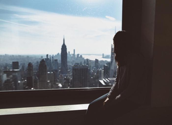 イライラを手放したい時は、一息つける時間を作りましょう。わずか数分でも、一旦気持ちがリセットされれば十分です。窓の外の景色を眺める、お茶を飲む、ストレッチするなど、自分に合った方法を見つけてみて下さいね。