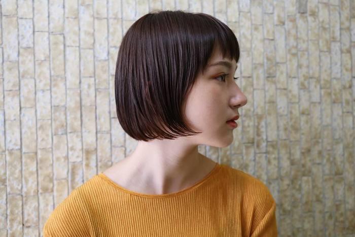 形はなだらかなアーチ型を意識。ゆるくカーブをつけることによって、エレガントで女性らしい目元がつくれます。