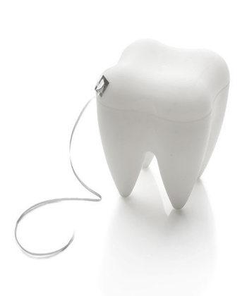 歯にかぶせ物がない場合などは、ノーワックスタイプの方がしっかりと汚れが落ちます。ただ、引っかかりやすいので治療済の歯が多かったり、スムーズにお手入れしたい場合はワックス付きの方がおすすめです。
