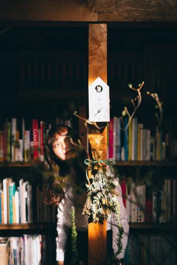 純文学というと、ちょっぴり取っつきにくく感じるかもしれません。それでも、深い心理描写や無駄のない文章には、普段私たちが上手く言葉にできない何かを見つけられるはず。  この記事では、キナリノ読者さんが気軽に読める、等身大の女性に焦点を当てた、日本の純文学をご紹介していきます。
