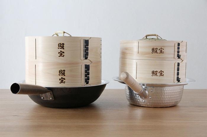 「照宝」は、横浜中華街で半世紀以上お店を構える、せいろと調理器具の専門店。機能性の高さや使い勝手の良さから、プロや料理好きのあいだで高い信頼がよせられています。