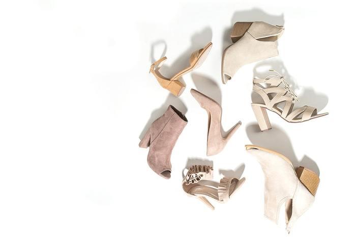 お気に入りの靴は毎日でも履いていたいですよね。でも、靴の中の湿気を取るために、乾燥させるには2日休ませた方がいいと言われています。長く履くためにも何足かの靴を履き替えて、靴のことも労ってあげたいですね。