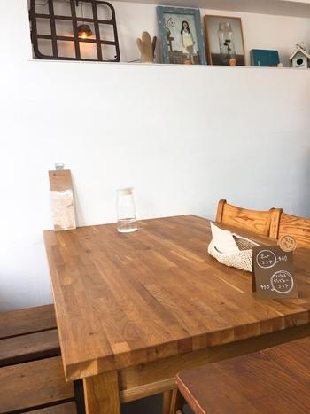 お店を切り盛りするのは、福島県いわき市出身のオーナーで、おうちで作っていた手料理がきっかけでお店を始めたそう。やさしいテイストの家具や雑貨もステキです。